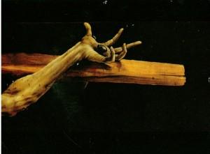 1 a (4) main du Christ à la croix